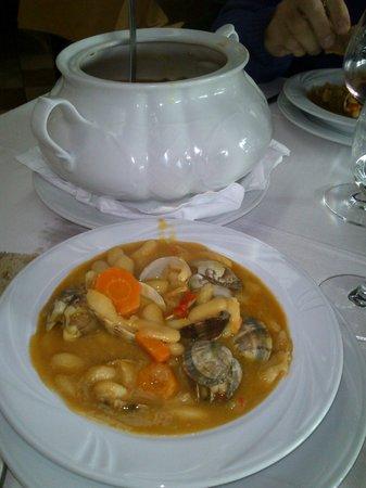 Hotel Rustico Vila Do Val: fabas con almejas(la sopera era para dos)