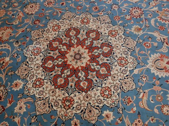 Sultan Qaboos Grand Mosque Carpet Designs And Colors Are Breathtaking