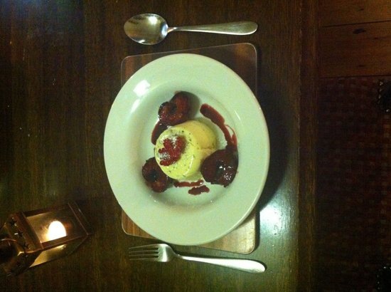 Hest Bank Inn: Amazing vanilla panama cotta sticky red wine plums