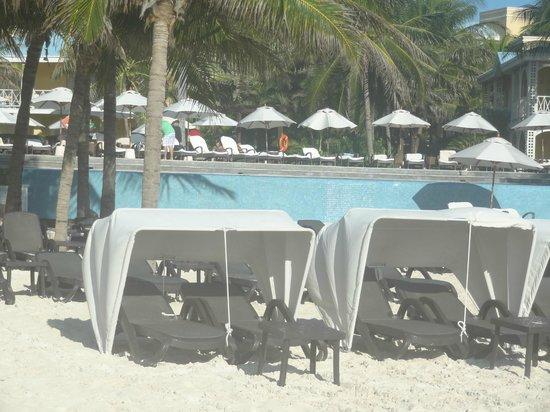 Royal Hideaway Playacar: standard beach chair