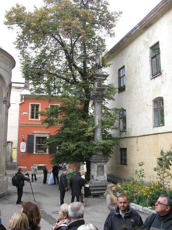 Armenian street: Памятник Св. Христофору