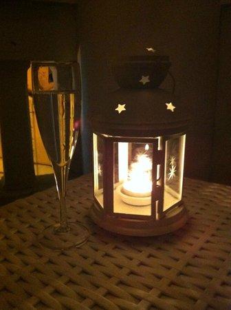 Dharma Hotel & Luxury Suites: Balcony table