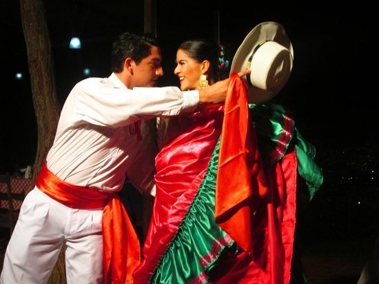 Mirador Tiquicia : Beautiful costumes