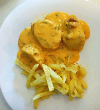 Balandro: Chicken with cheese sauce.