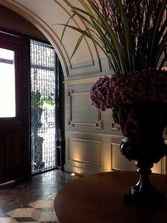 Hotel Muse Bangkok Langsuan - MGallery Collection: the decor in lobby