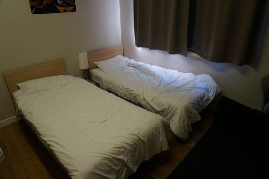 MEININGER Hotel London Hyde Park: Zimmer, linke Seite