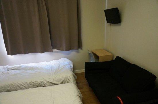 MEININGER Hotel London Hyde Park: Zimmer, rechte Seite