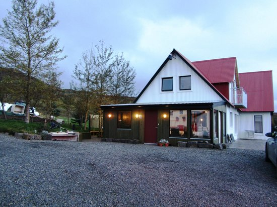 Minna-Mosfell Guesthouse: Outside