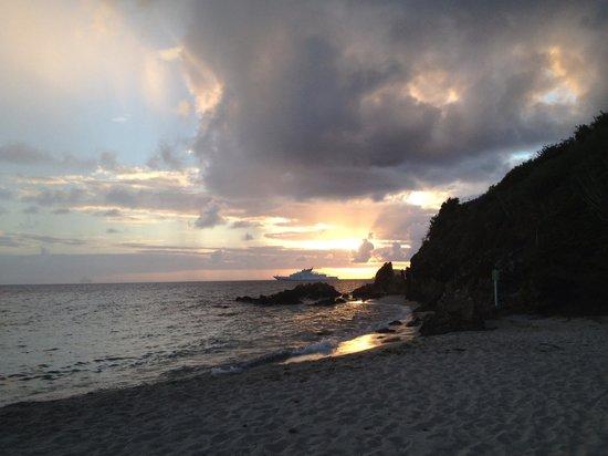 Bluebeard's Beach Club and Villas: sunset on the beach
