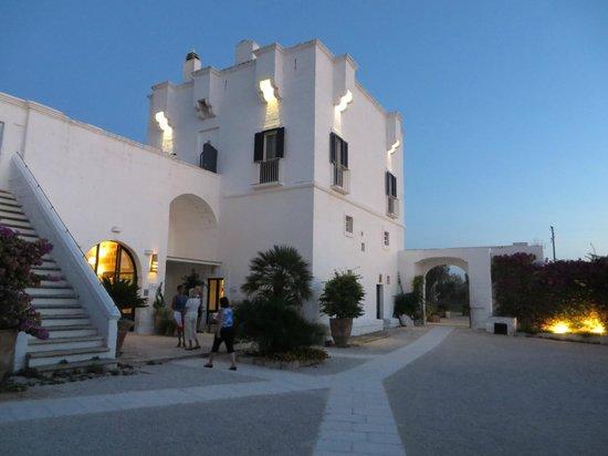 Masseria Torre Maizza : Registration building lit up at night.