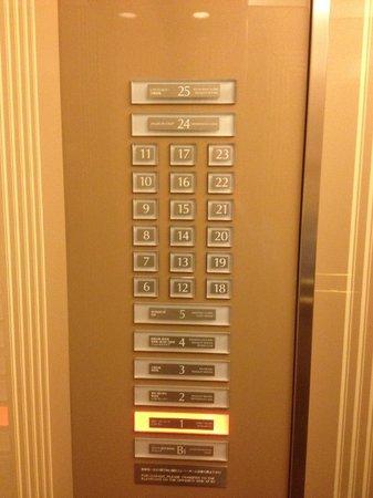 Hotel Metropolitan Tokyo Ikebukuro: ascenseur