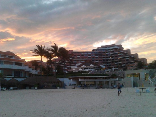 Omni Cancun Resort & Villas: Atardecer
