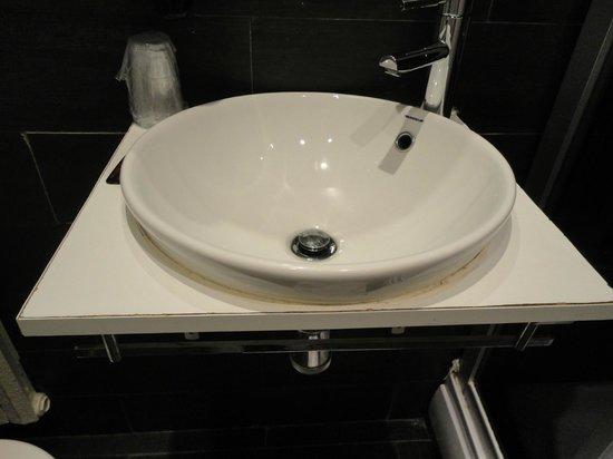 Hotel Pilar Plaza: lavabo sin lugar para dejar nada!!!