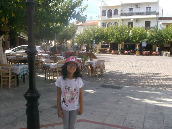 Paradosiaki Taverna Lithos: My daughter loved this village square...