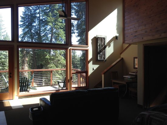 Montecito Sequoia Lodge: Main Floor 2