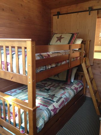 Montecito Sequoia Lodge & Summer Family Camp: Loft Bedroom