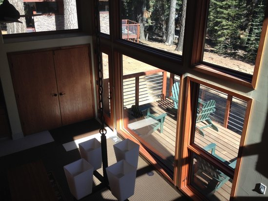 Montecito Sequoia Lodge: View from loft stairs