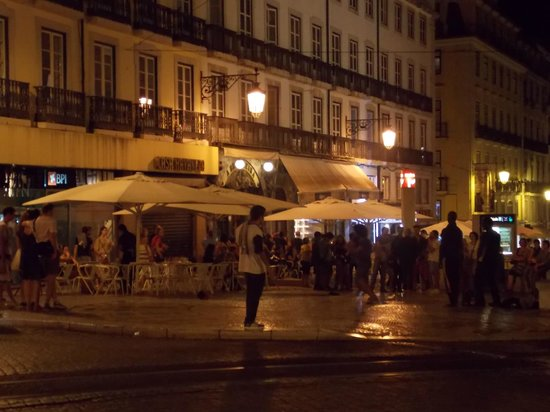 Hotel Borges Chiado: Calle Borges