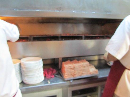 Sultanahmet Koftecisi : meatballs before cooking