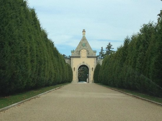 Oheka Castle: Driveway and Guard Gate
