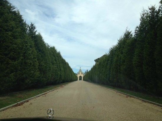 Oheka Castle: Driveway