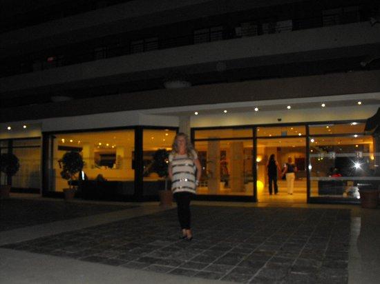 Zafiro Rey don Jaime: front of hotel