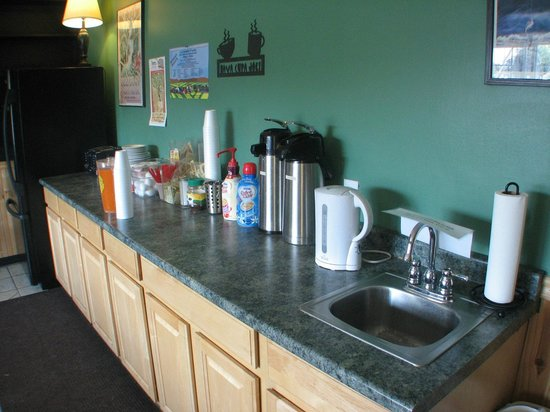 Royal 7 Budget Inn: Continental Breakfast