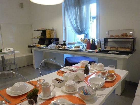 Palazzo Abagnale: the breakfast spread