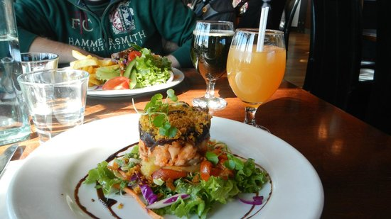 Raupo Cafe: salmon stack & steak sandwich