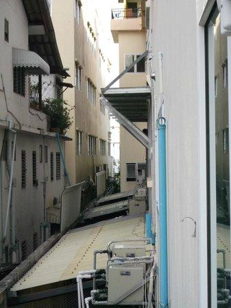 Baywalk Residence Pattaya: Боковой вид на море:)