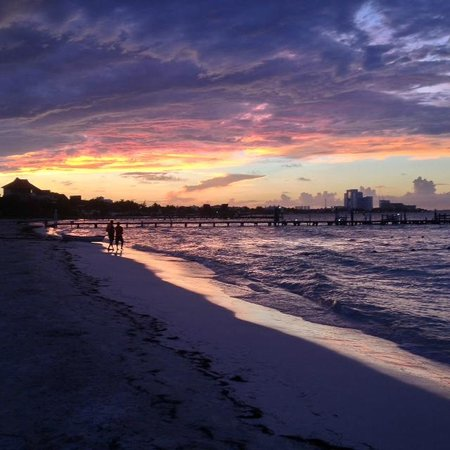 Presidente InterContinental Cancun Resort: Sunset on the hotel beach.