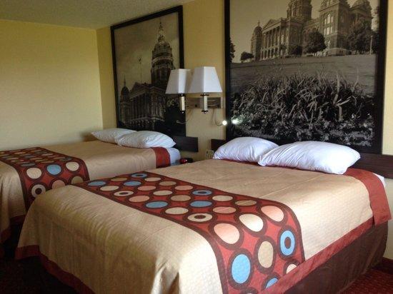 Baymont Inn & Suites Cedar Rapids: Super. 8 west