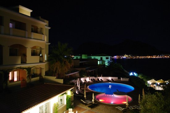 Hotel Gabbiano Azzurro: Hotel at night