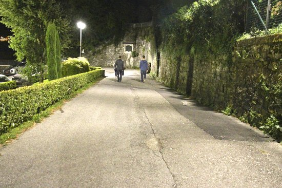 Grand Hotel Villa Serbelloni: Walking to dinner at a local restaurant