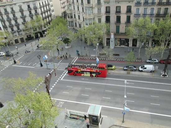 Majestic Hotel & Spa Barcelona: pdgracia ave view from our room