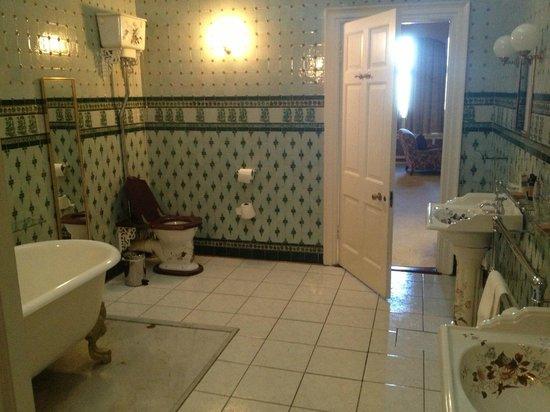 Waterford Castle Hotel & Golf Resort : Presidential Suite - Bathroom