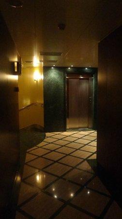Hotel Amadeus: AREA DE ASCENSORES