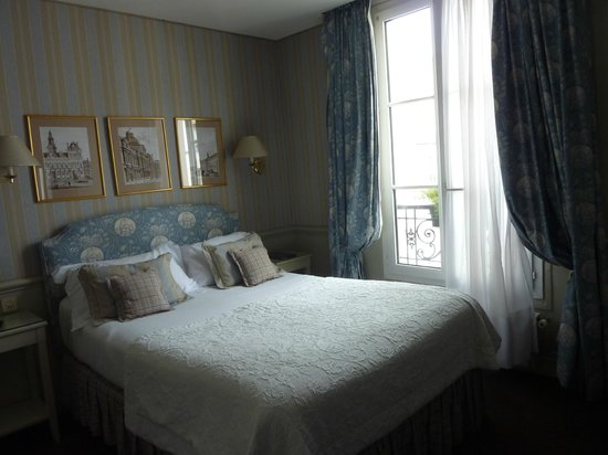Hotel du Champ de Mars: bedroom, facing street