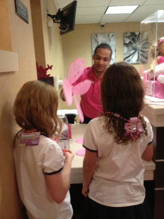 Residence Inn Atlanta Alpharetta/North Point Mall: The special check-in area, where they gave the girls wings, necklaces and lollipops