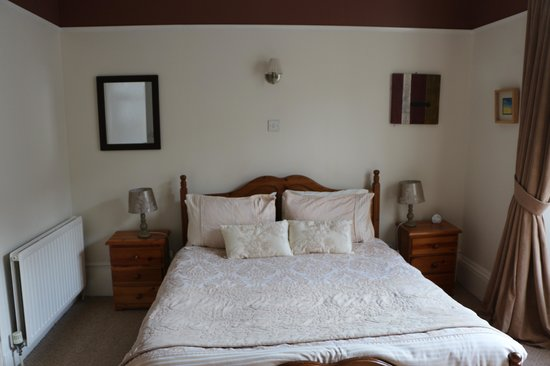 Raniven Guest House: Room 3-queen bed