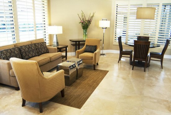 BEST WESTERN Oceanside Inn: Newly Renovated Lobby.