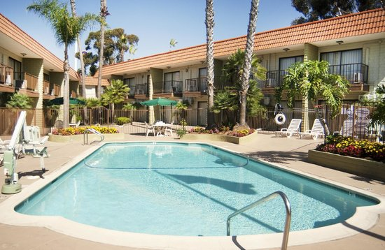 BEST WESTERN Oceanside Inn : Luxuriate in our outdoor pool in an enclosed courtyard surrounded by palm trees.