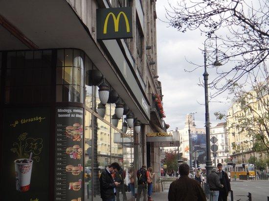 Budapest Mcdonald S Astoria Ertekelesek Az Etteremrol Tripadvisor