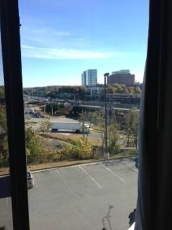 Wingate by Wyndham Atlanta Galleria Center: View of freeway from my room