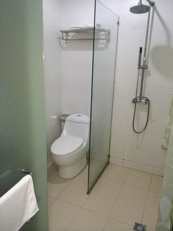 Azio Hotel: Toilet