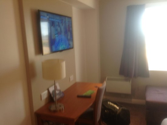 Premier Inn Kings Lynn Hotel: TV