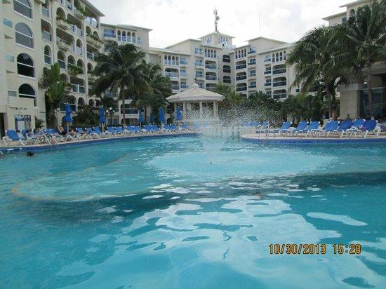 Occidental Costa Cancun : awesome big pool