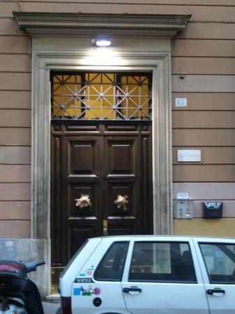 B&B Orfeo's : The front door of the building