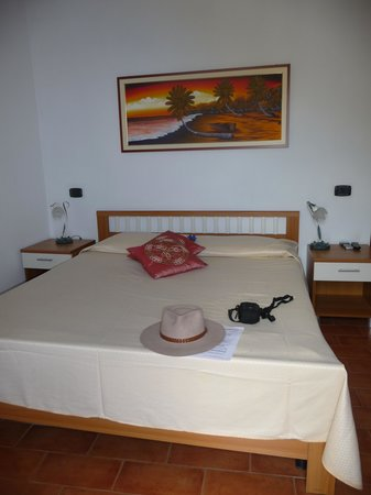Locanda Giuliana : Comfy bed but low pillows