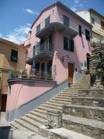 Locanda Giuliana : Steps on way down to village